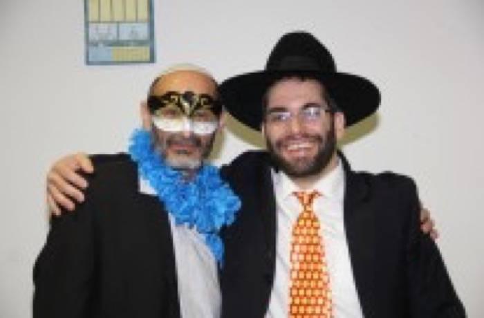 """פורים תשע""""ד, הרב ורזיאל שמחים,שיהיה תמיד רק בשמחות."""