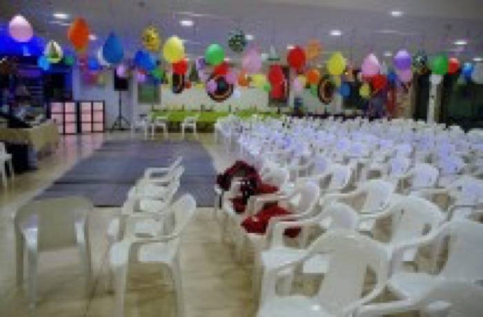 האולם מוכן למסיבה